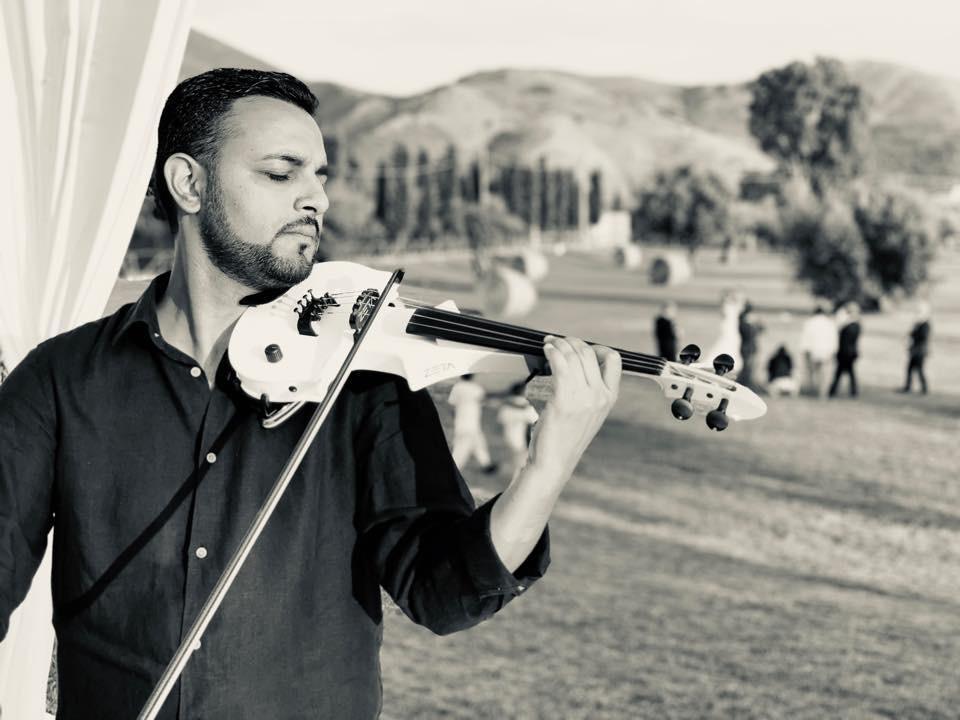 La magia del violino bianco di Ferdi Bairami