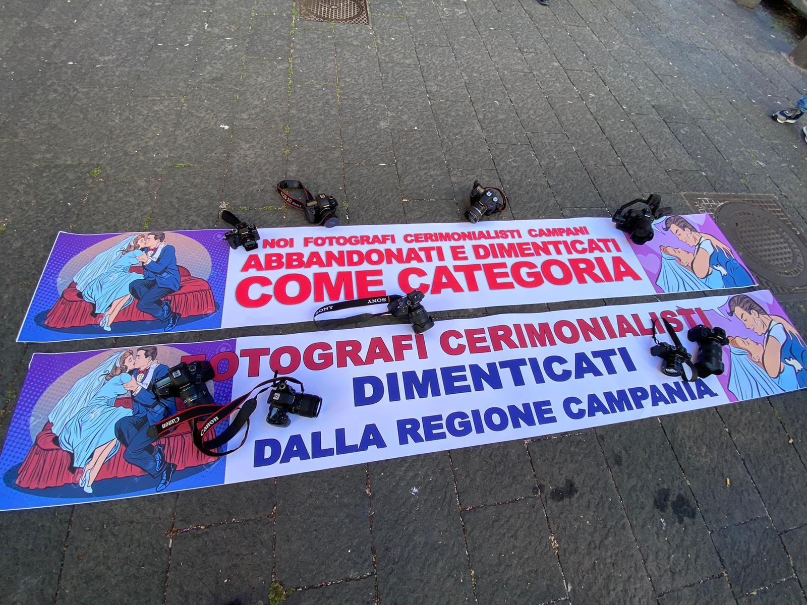 La protesta dei fotografi cerimonialisti campani, fotografi campania, regione campania, emergenza coronavirus, napoli, fotografi napoli, fotografi napoli