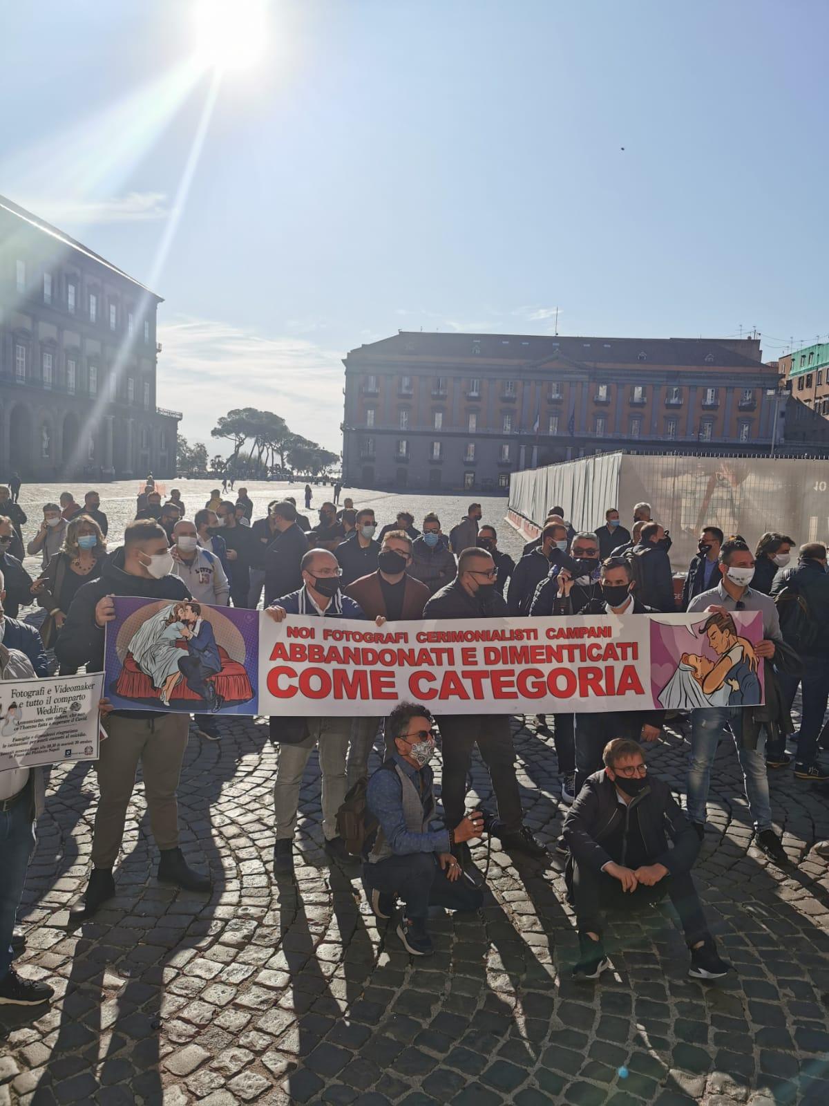 La manifestazione del comparto Wedding a Piazza del Plebiscito
