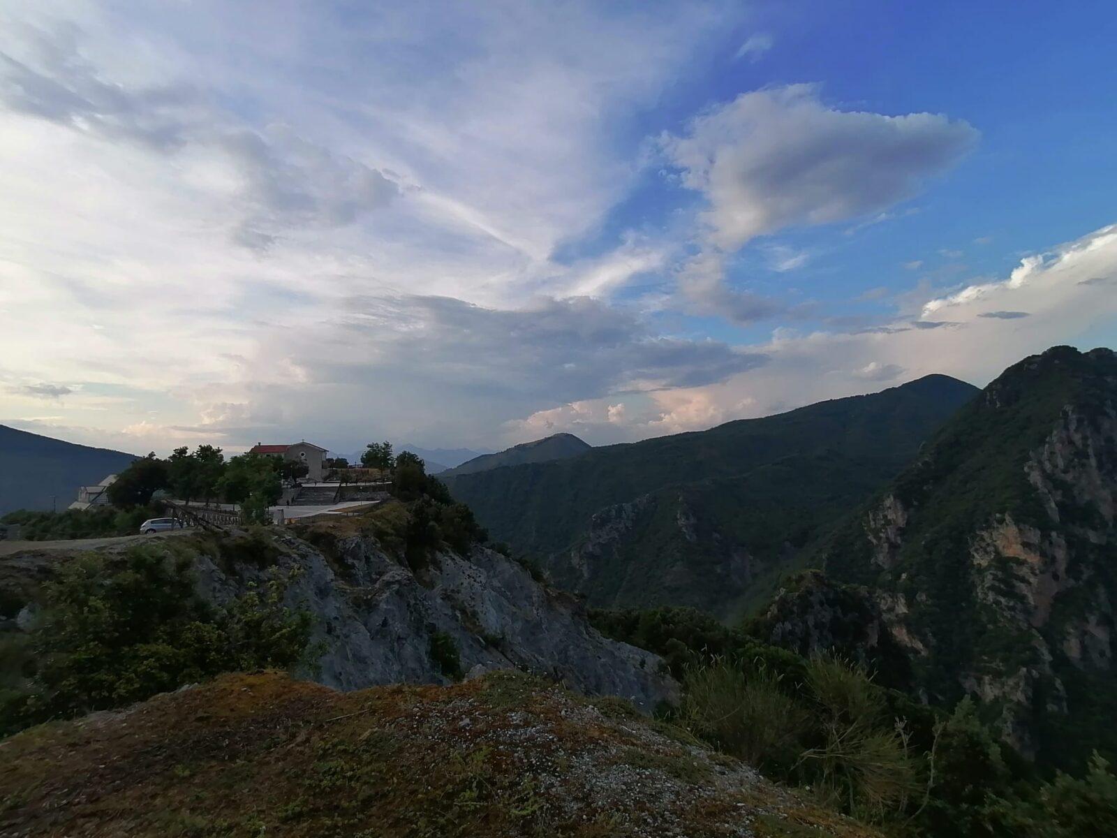 Vallo di Diano: la conca situata tra le montagne del Cilento e l'appennino lucano