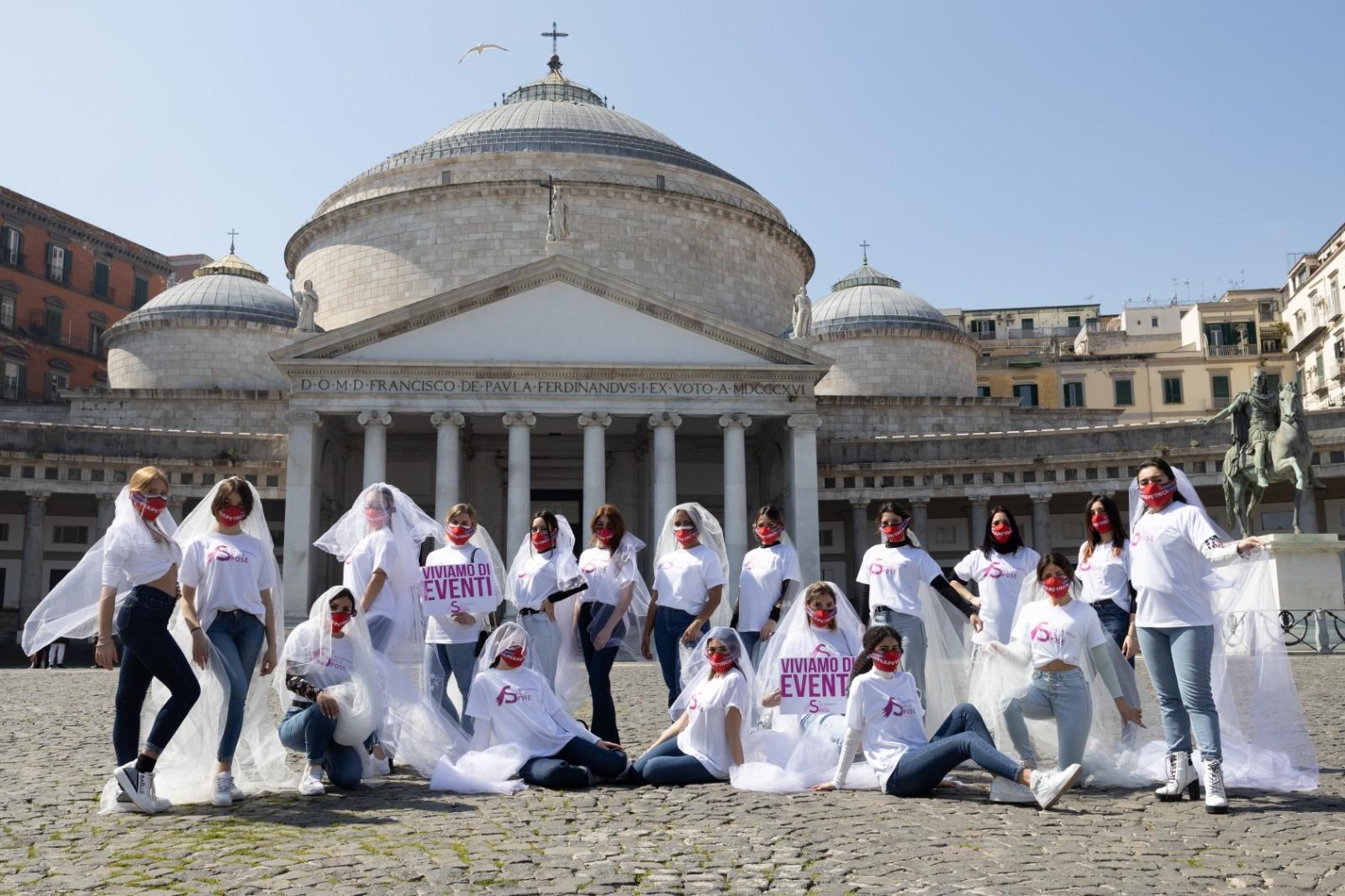 Il mondo del wedding scende in piazza: cortei a Napoli e Caserta
